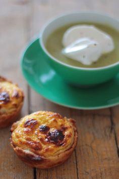 Capuccino de Curgete com Pesto de Rúcula e Pasteis de Nata Salgados de Alho Francês