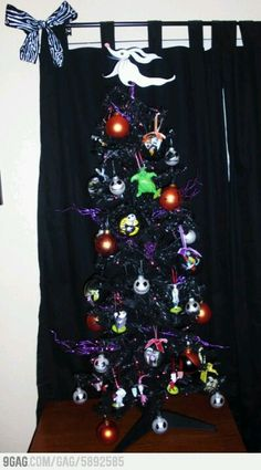 Nightmare Before Christmas tree. Bring out the Christmas tree earlier than usual. So many halloweenish ornamants and lights can dec out your tree Halloween Trees, Halloween Christmas, Disney Christmas, Christmas Themes, Halloween Crafts, Christmas Crafts, Origami Halloween, Christmas Ornaments, Nightmare Before Christmas Tree
