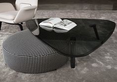 SULLIVAN OUTDOOR - Designer Coffee tables from Minotti ✓ all information ✓ high-resolution images ✓ CADs ✓ catalogues ✓ contact information ✓. Contemporary Coffee Table, Modern Coffee Tables, Couch Table, Coffee Table Design, Designer, Furniture Design, Geometric Furniture, Luxury Furniture, Modern Furniture