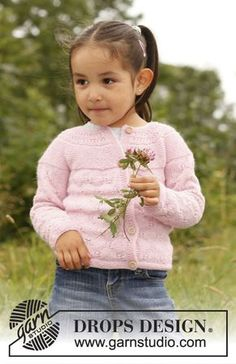 "Illy - Knitted DROPS jacket with round yoke and lace pattern in ""BabyAlpaca Silk"". - Free pattern by DROPS Design Baby Knitting Patterns, Knitting For Kids, Baby Patterns, Free Knitting, Drops Design, Baby Sweaters, Girls Sweaters, Crochet Girls, Knit Crochet"