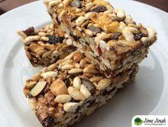 Mozaika je naše oblíbená svačina už proto, že nemusíme řešit její trvanlivost, dá se vyrobit dopředu a také protože se jednoduše může vzít s sebou. Navíc zatím chutnala každému, i zaručeným odpůrcům zdravého stravování. Healthy Snacks, Healthy Recipes, Easy Recipes, Gluten Free Cakes, Food Stamps, Muesli, Trifle, Kids Meals, Sweet Recipes