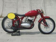jawa-cz: Jawa 350/18 racing special  jawa-cz:  Jawa 350/18 racing special Custom Bike Parts, Custom Bikes, Jawa 350, Vintage Bikes, Bike Design, Bobber, Cars And Motorcycles, Old School, Racing