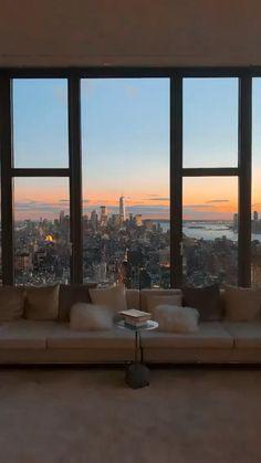 New York Life, Nyc Life, City View Apartment, Apartment Goals, Dream Apartment, Apartamento New York, New York City Guide, New York Penthouse, City Aesthetic