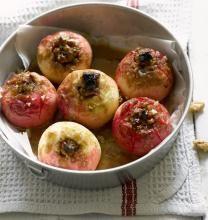 Saksanpähkinätoscalla kuorrutetut uuniomenat | Koti ja keittiö