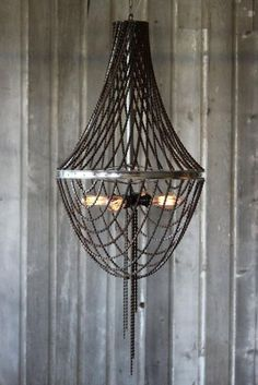 DIY chandelier from bicycle parts chains Upcyclig . DIY chandelier from bicycle parts chains Upcyclig Ideas Old Chandelier, Wheel Chandelier, Chandeliers, Chandelier Ideas, Diy Luminaire, Diy Lampe, Bicycle Wheel, Bicycle Art, Wagon Wheel