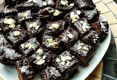 Negresa cu-minte (de post si fara zahar) – Liorisme Sweets Recipes, Vegan Desserts, Gem, Tasty, Food, Cakes, Life, Recipes, Cake Makers