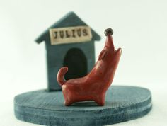 Howling Dog figurine with wooden kennel animal by LaDetallista, €18.00