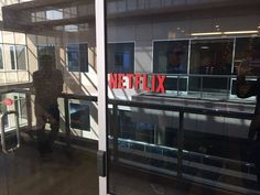 CHIVAS PODRÍA TENER UN PROYECTO ENTRE MANOS CON NETFLIX El director de Chivas TV, José Luis Higuera, publicó en Twitter una foto en las oficinas de dicha empresa.