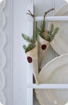 This would be neat as place settings as well / LILLA BLANKA Interior Design an - Innenarchitektur Schlafzimmer - Noel Natural Christmas, Noel Christmas, Diy Christmas Ornaments, All Things Christmas, Simple Christmas, Winter Christmas, Vintage Christmas, Christmas Decorations, Xmas