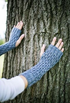 Honeycomb Gauntlet Fingerless Gloves in Silver