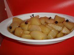 Peras clavo-bayas Comensales: 4 Tiempo de preparación: 10' Ingredientes 4 peras pequeñas, ya peladas, limpias y troceadas en dados 2...