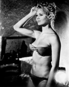 Kate Upton is the image of young Brigitte Bardot in cover shoot for V Catherine Deneuve, Jane Fonda, Marie Christine Barrault, Brigitte Bardot Young, Brigitte Bardot Bikini, Greta, Marlene Dietrich, French Actress, Barbarella