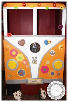 VW Combi photobooth paint and decorate to your colour or theme.