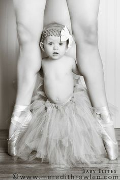Baby ballerina with momma ballerina, super cute! I dont dance ballet anymore but I might still do this! would be so cute with Izzy Dance Like No One Is Watching, Just Dance, Baby Kind, Baby Love, Mom Baby, Baby Pictures, Cute Pictures, Dance Pictures, Princesa Tutu