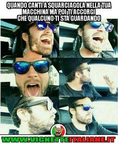 Quando canti a squarciagola nella tua macchina ma poi ti accorgi che qualcuno ti sta guardando :D (www.VignetteItaliane.it)
