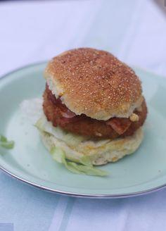 Broodje kipburger met honing mosterdsaus - Taste our Joy!