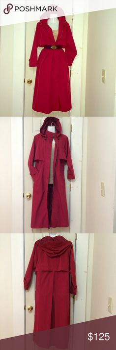 ❤️PRETTY MAXI COAT JACKET REMOVABLE LINER RAINCOAT ❤️PRETTY MAXI COAT JACKET REMOVABLE LINER RAINCOAT. Costs $270 after tax. QUALITY LL BEAN COAT JACKET RAINCOAT WITH LIGHTWEIGHT WARM REMOVABLE LINER. Nice RED, 2nd pic is most accurate color. LL BEAN PRODUCTS ARE MADE TO LAST. Zipper, storm flap buttons closure, pockets, visor hood. COMFORTABLE FUNCTIONAL & STYLISH. Petite small. Free People Jackets & Coats