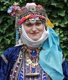 Traditional festive headdress from Merkez Kapıkaya köyü (near Bergama, north of Izmir).   Mid-20th century.  Ethnic group: Alevi Türkmen. (Kavak Costume Collection - Antwerpen/Belgium).
