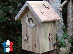 construire un nichoir oiseau ici nichoir habit par une m sange bleue nichoirs pour petits. Black Bedroom Furniture Sets. Home Design Ideas