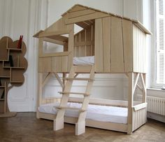 lit cabane fille en bois superposé