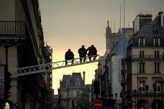 Des Pompiers watching the Paris Marathon