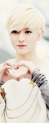 Ren - NU'EST. The only guy I would probably ever go gay for.