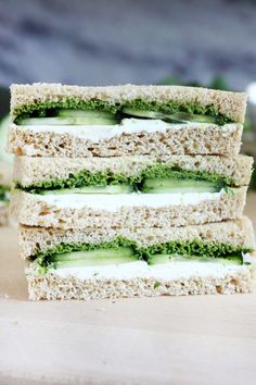 Cucumber and Mint Cilantro Chutney Tea Sandwiches have a lovely Indian flair that make them extra special. Perfect for any occasion. Tee Sandwiches, Cucumber Tea Sandwiches, Veggie Sandwich, Sandwich Recipes, Veggie Food, Cucumber Chutney, Cilantro Chutney, Chutney Sandwich, Crepes Filling