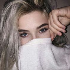 Image uploaded by Nathalia Torres. Find images and videos about girl, style and hair on We Heart It - the app to get lost in what you love. Selfie Poses, Aesthetic Girl, Tumblr Girls, White Hair, Girl Photography, Pretty Face, Pretty People, Girl Photos, Makeup Looks