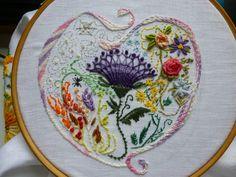 Ensaio 2 sobre bordado livre com uso de pontos aplicados em Varicor, Crazy e BDE (brazilian dimensional embroidery).