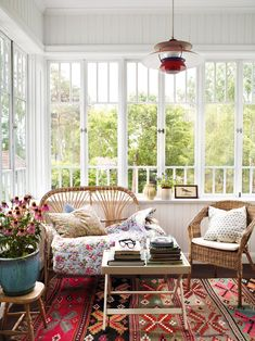 This would be my dream windows for the sunroom/office in my Placerville home. Style At Home, Casas Shabby Chic, Home Fashion, Cottage Style, My Dream Home, Living Spaces, Living Room, Sweet Home, New Homes