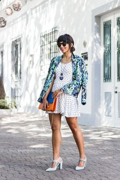I love to mix patterns! You can give new life to the pieces you have in your closet just mix and matching prints. And believe me, it's not that hard! Mixing Prints, Pattern Mixing, Street Style Looks, Feeling Great, New Life, Flower Patterns, Styling Tips, Cool Outfits, Polka Dots