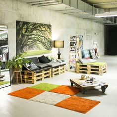 Wooden Pallet Interior Ideas that Flourish your home Design - Pallets Furniture Pallet Lounge, Pallet Beds, Pallet Sofa, Pallet Furniture, Interior Design Lounge, Apartment Interior Design, Wooden Pallet Crafts, Wooden Pallets, Pallet Interior Ideas