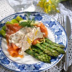 Sparris med skagenröra och rökt lax Lchf, Keto, Date Dinner, Starters, Asparagus, Chicken, Food, Party, Studs
