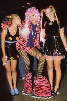 """30 Photos That Perflecty Show the """"Out of Control"""" Rave Fashion From The The Vintage News Diy Outfits, Grunge Outfits, 90s Fashion Grunge, Outfits Casual, Rave Outfits, Fashion Outfits, Funky Outfits, Fashion Kids, Fashion Fail"""
