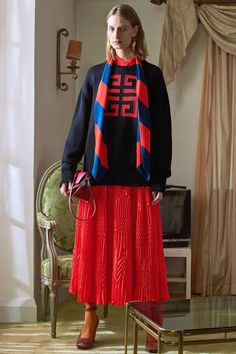 Givenchy Pre-Fall 2018 Fashion Show Collection Fashion Design For Kids, Kids Fashion, Resort Casual Wear, Givenchy Paris, Autumn Fashion 2018, Fashion News, Fashion Trends, Women's Fashion, Fashion Show Collection