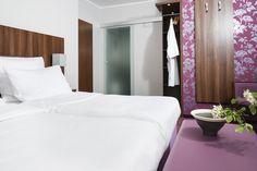 Unsere Doppelzimmer sind gemütlich und komfortabel ausgestattet. Nichtraucher Zimmer. Feng Shui, Restaurant, Oversized Mirror, Modern, Bed, Furniture, Home Decor, Double Room, House
