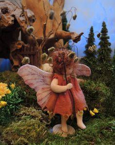 Jahreszeitentisch - Zittergras Elfe Jahreszeitentisch, Blumenkind - ein Designerstück von Amrei-Blumenkinder bei DaWanda