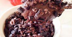 Como a páscoa está chegando e muito gente não quer deixar a dieta de lado, a Thais Pitanga bolou uma receitinha super saudável e maravilhosa de brigadeiro fitness, e você pode fazer ele no formato brigadeiro de festa mesmo, enroladinho, ou mais cremoso para comer de colher. Anotem aí: Ingredientes 200 ml de leite sem lactose ou desnatado 3 col. sopa de cacau em pó ½ xicara de farinha de aveia 1 scoop de Whey Protein (sabor Chocolate) 4 col. sopa de Açúcar de Coco ½ xicara de Tâmaras secas…