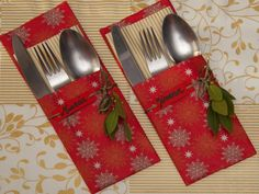 How to make cutlery holders to decorate the table at Christmas Christmas Sewing, Christmas Home, Christmas Holidays, Christmas Table Settings, Christmas Table Decorations, Christmas Projects, Christmas Crafts, Cutlery Holder, Napkin Holders