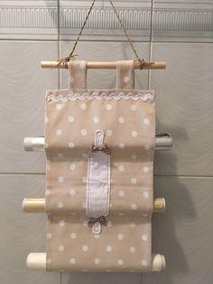 Resultado de imagen para porta rotoli tessuti Sewing Crafts, Sewing Projects, Diy And Crafts, Paper Crafts, Kitchen Helper, Hanging Organizer, Kitchen Items, Kitchen Craft, Kitchen Accessories