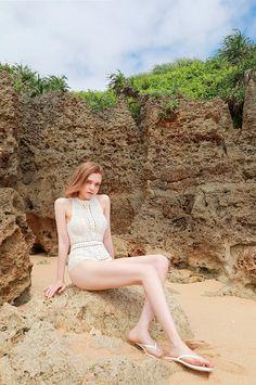 Start your morning calm and relaxed. Beautiful Girl Image, Beautiful Legs, Halter Bikini, Sexy Hot Girls, Cute Girls, Elle Moda, Pullover Shirt, Foto Casual, Cute Young Girl