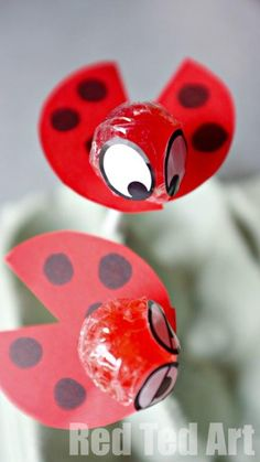 Ladybug Lollipops, transform a simple red lolli into these cute ladybugs! Using paper and pens...