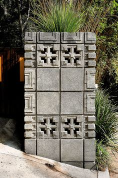 John Storer House, Hollywood Hills CA Textile Block System Frank Lloyd Wright Buildings, Frank Lloyd Wright Homes, Hollywood Hills, Hollywood California, West Hollywood, Art And Architecture, Architecture Details, Home Design, Maya