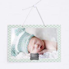 Türschild mit Satinband zum Aufhängen an die Kinderzimmertür, oder an die Wand als Dekoration fürs Babyzimmer.  Mit Hochglanz-Option für einen extra Glanz der Fotos. Modell BP01-018