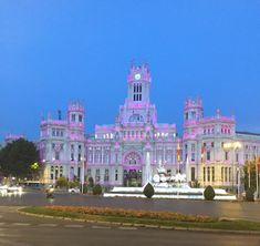 A complete guide to Madrid. Tips on where to eat, drink, party, shop and what to see along with vocabulary words you should know.