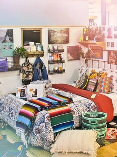 The bohemian look throws all the interior decorating rules out the window. When you embrace boho home decor, you get to decorate however you want. Deco Boheme, Ikea, Apartment Interior Design, My New Room, Cozy House, Home Fashion, Apartment Living, Decoration, Room Inspiration