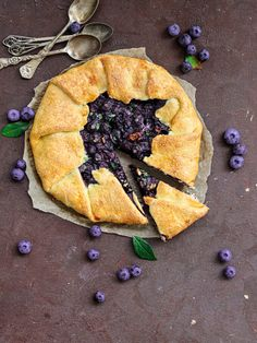 Tarta rustica cu afine si nuci (galette cu afine) - PrajiturEla Gluten, Chocolate, Ethnic Recipes, Food, Instagram, Pie, Kitchens, Food Food, Essen