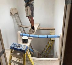 Most of the dangerous works done by men and sometimes they don't care about safety first. Take a look at these 40 funny safety fail pictures of men that confirms why women live longer than men. Funny Images, Funny Photos, Safety Fail, Construction Fails, Construction Safety, Construction Design, Darwin Awards, Workplace Safety, Live Long