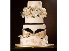 Bolo de casamento decorado com perfeição