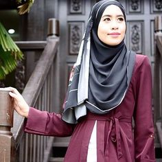 Did you know Sugarscarf signature design is the most versatile style? Take it from those fashionistas who own one, let us hear your styling tips below @zah_mizah Thank you dear ❤️#sugarscarf #hijabootd #scarf #shawl #styleinspiration #fashion #hijab #hijabfashion #modest #islamicfashion #ootdhijab #ootd
